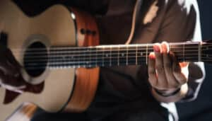 Read more about the article How Tight Should Acoustic Guitar Strings Be? (Things to Consider)